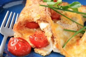 Cheese Omelette with Grilled Tomato