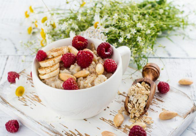 Cinnamon Porridge with Bananas and Berries
