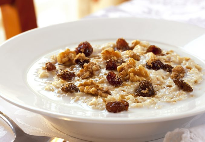 Oatmeal with Mixed Nuts and Raisins