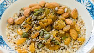 Oatmeal with Pumpkin Seeds and Raisins