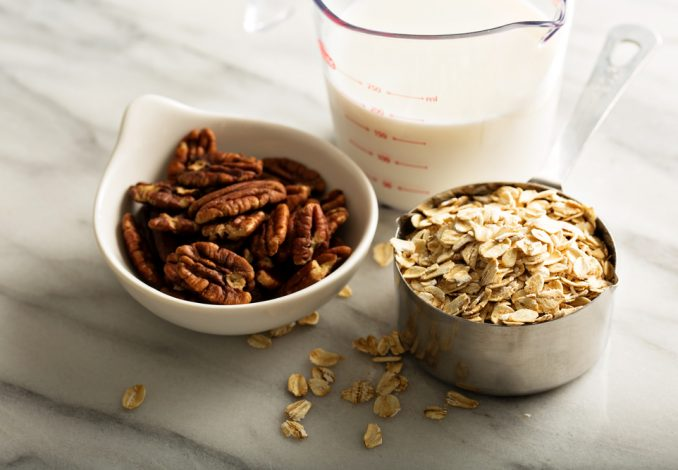 Oatmeal with Pecans and Raisins