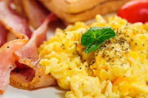 Scrambled Egg Bacon Medallion and Grilled Tomato (no milk)